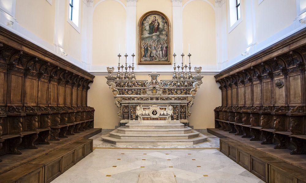 Coro esplora la cattedrale